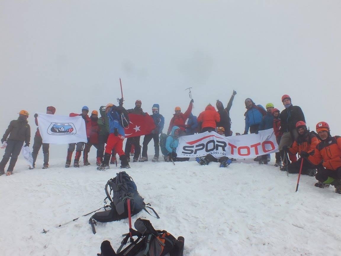 Erciyes Dağı Gençlik Haftası Zirve Tırmanışı tamamlandı.