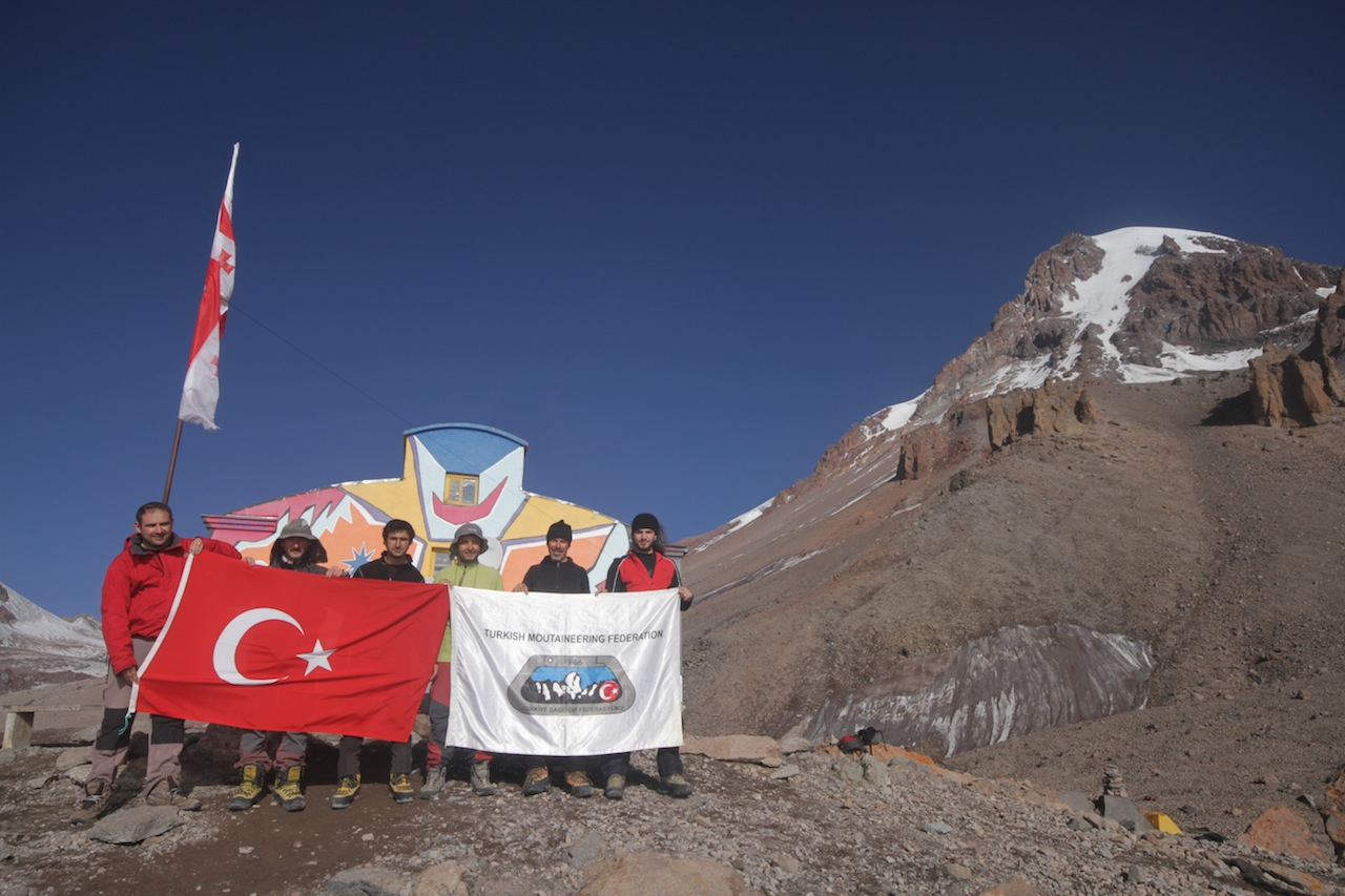 İleri Kar-Buz Eğitimi A Kampı Kazbek Dağı'nda devam ediyor.