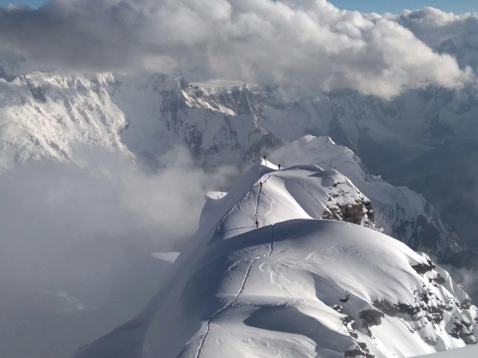 TDF Korjenevskaya Ekibi zirve tırmanışını tamamladı.
