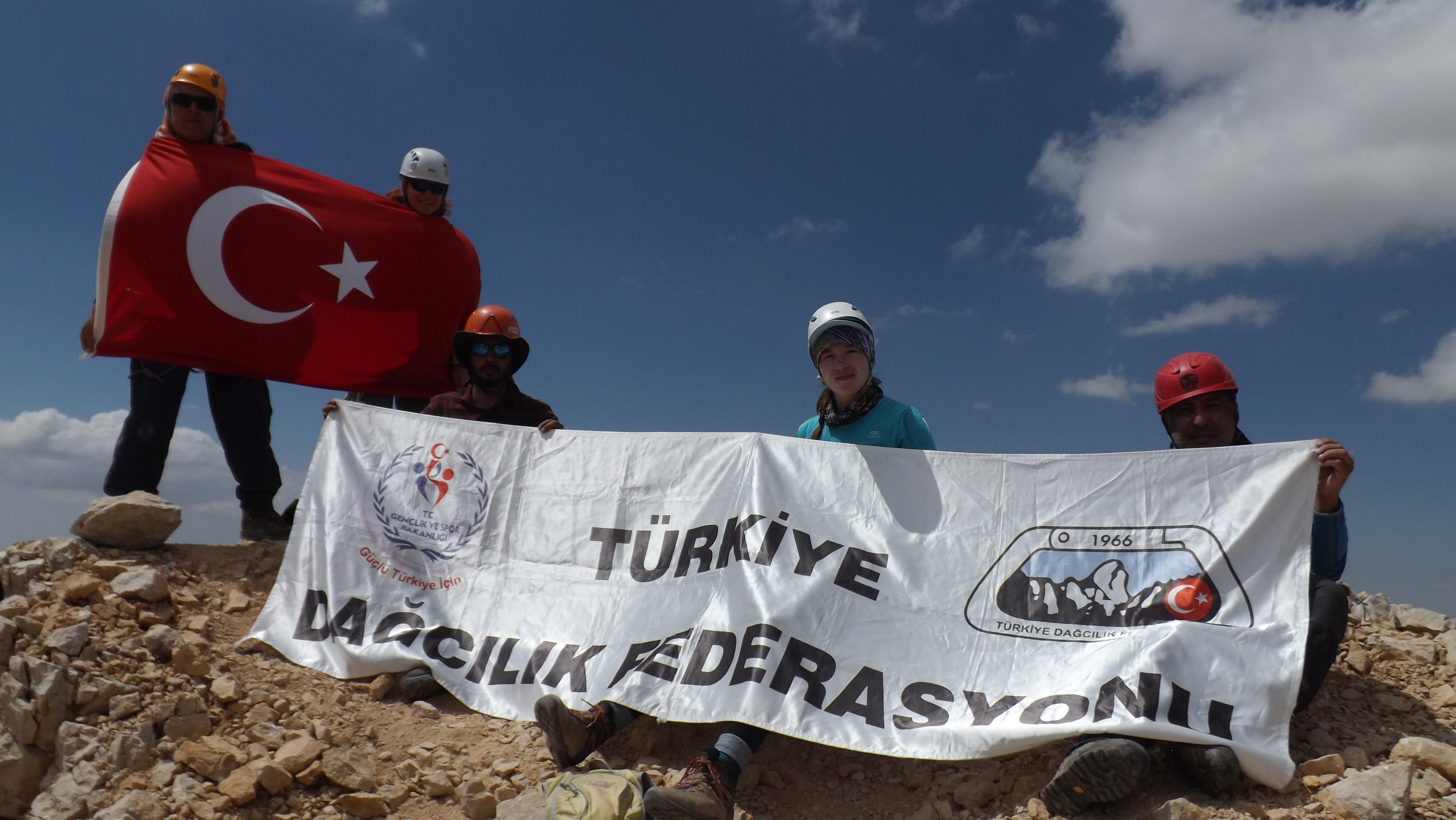 Özgür Bodur Aladağlar Dağ Geçişi ve Zirve Tırmanışları tamamlandı.