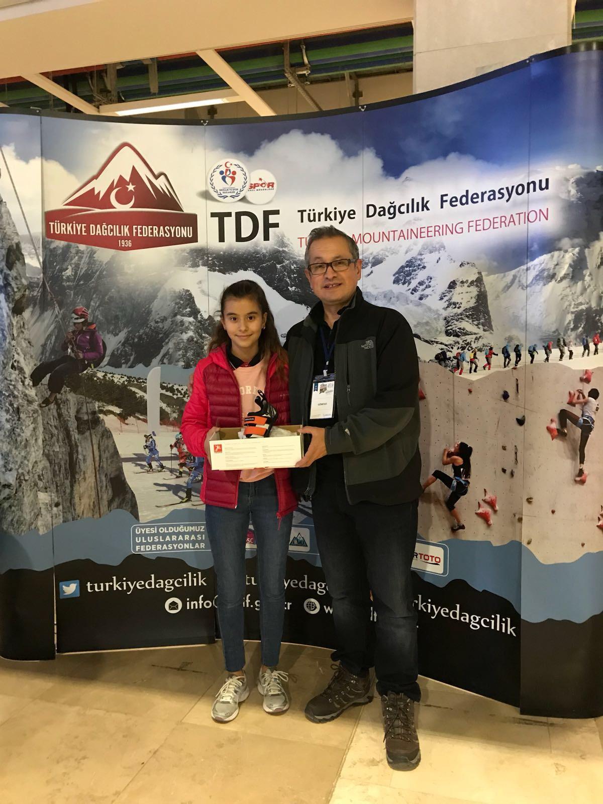 Spor Tırmanış branşında Küçükler Şampiyonasına katılan kulüp ve sporculara malzeme desteği verildi.