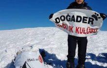 12 yaşındaki genç dağcı Hasan Dağı zirvesinde!