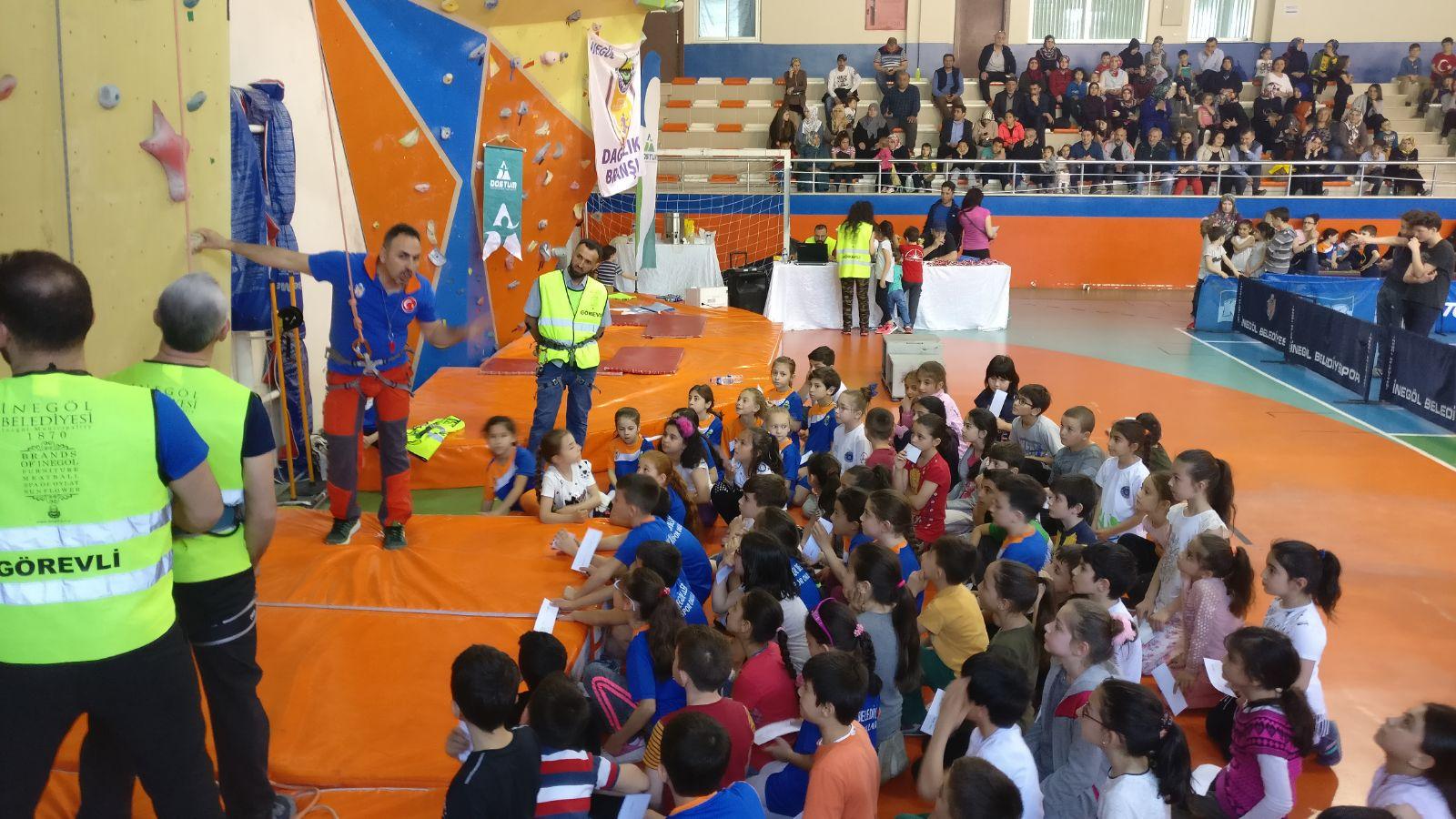 İnegöl Belediyesi Minikler Hız Yarışması düzenlendi.
