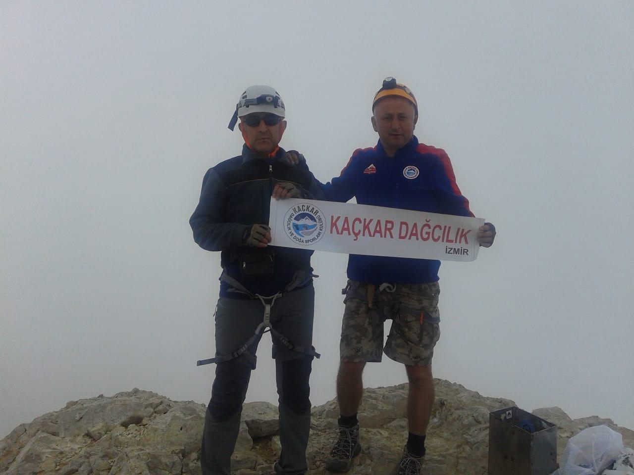 Kaçkar Dağcılık İzmir Demirkazık Dağı ve Emler Dağı zirve tırmanışlarını gerçekleştirdi.