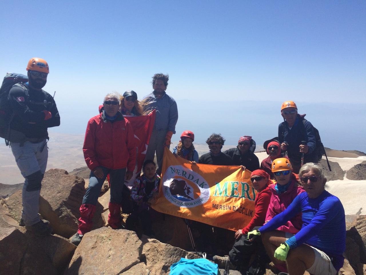 MERDAK Nemrut Krater Gölü / Süphan Dağı Zirve Tırmanışı ve Van Gölü Havzası Kültür Turu gerçekleştirdi.