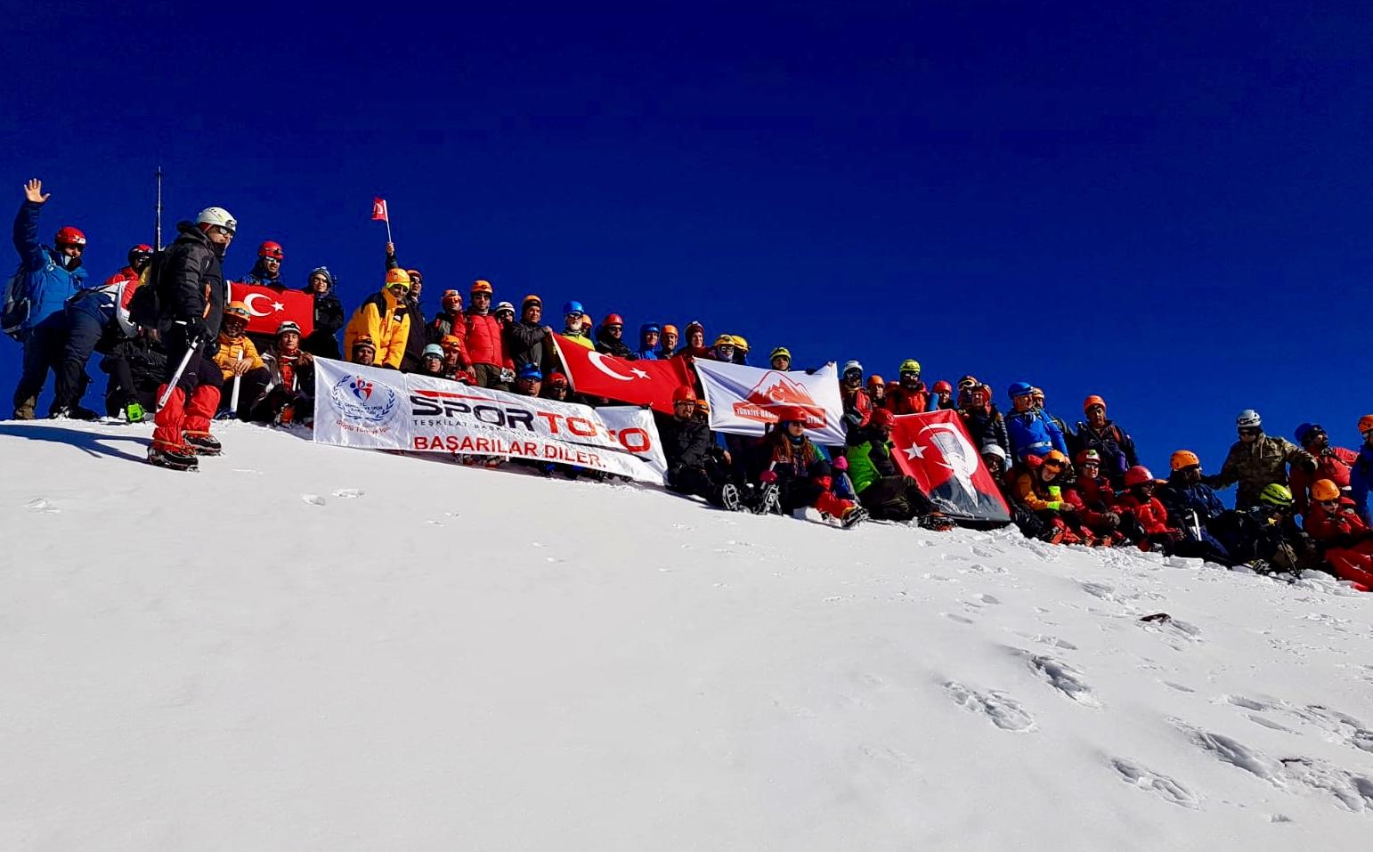 29 Ekim Cumhuriyet Tırmanışı Erciyes Dağı'nda gerçekleştirildi.
