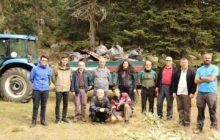 Dağcılar Uludağ'da çöp topladı.