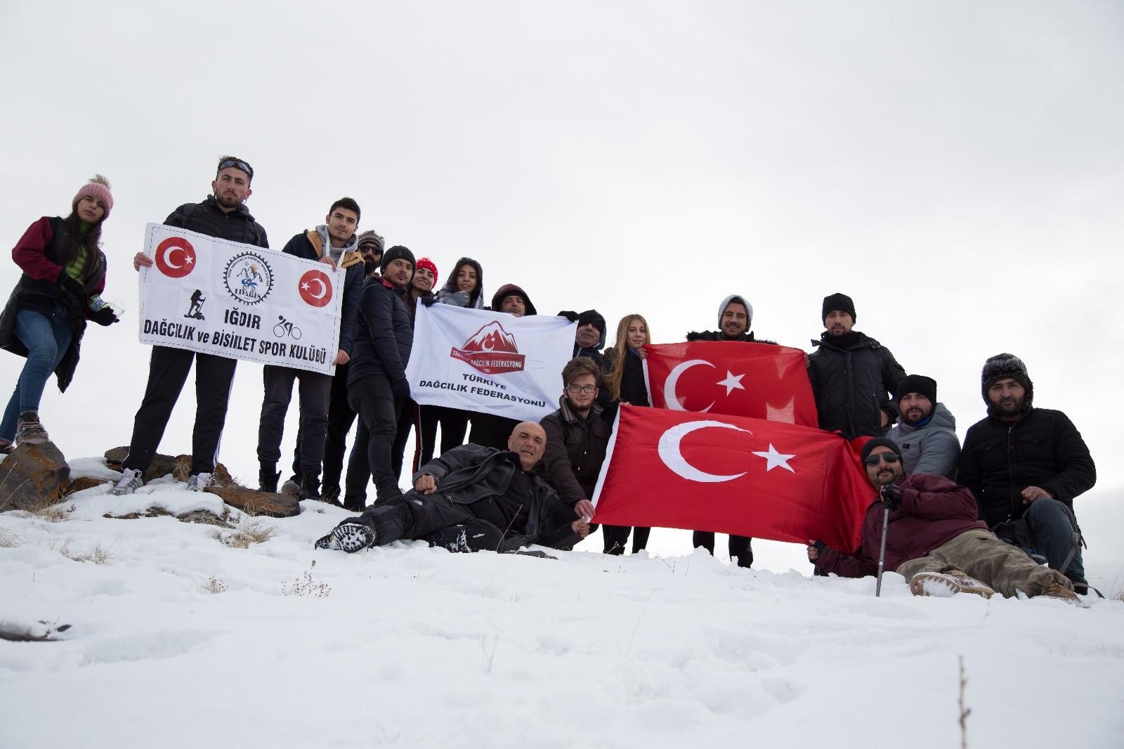 Iğdırlı dağcılar 14 Kasım Iğdır'ın Kurtuluşu'nu kutladı.