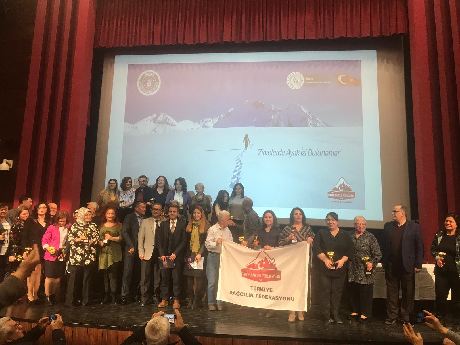 Bursa Dağcılık İl Temsilciliği tarafından dağcılara ödül verildi.