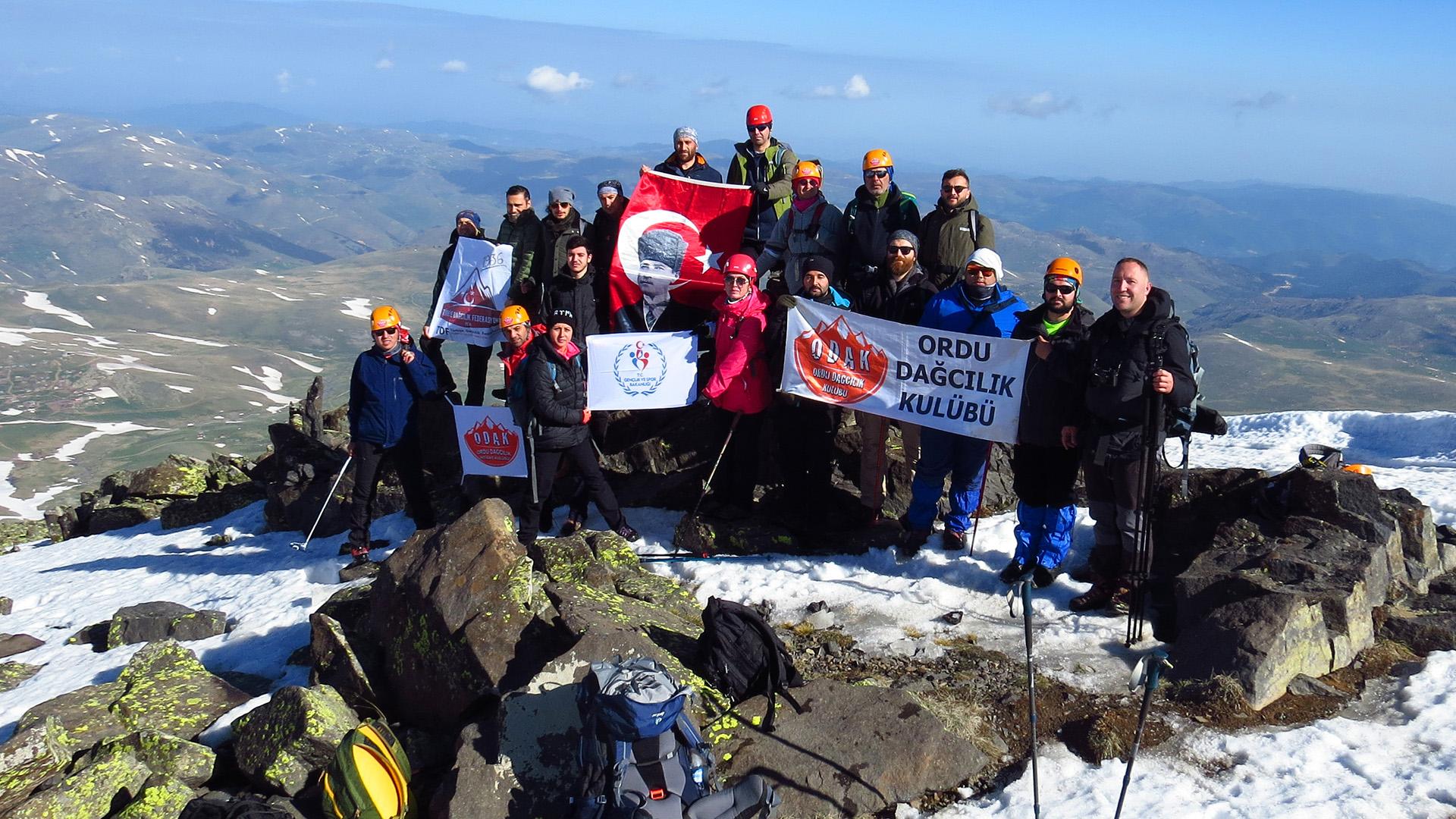 19 Mayıs Karağöl Dağı (3107 m) Tırmanışı