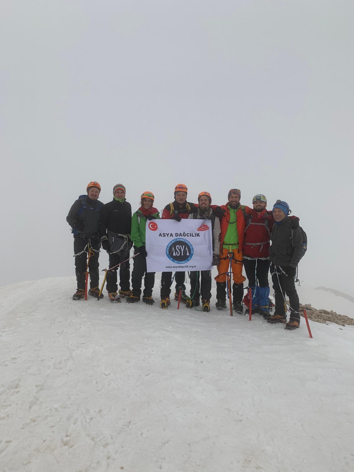 Karasay Dağı Tırmanışı (3550 m)