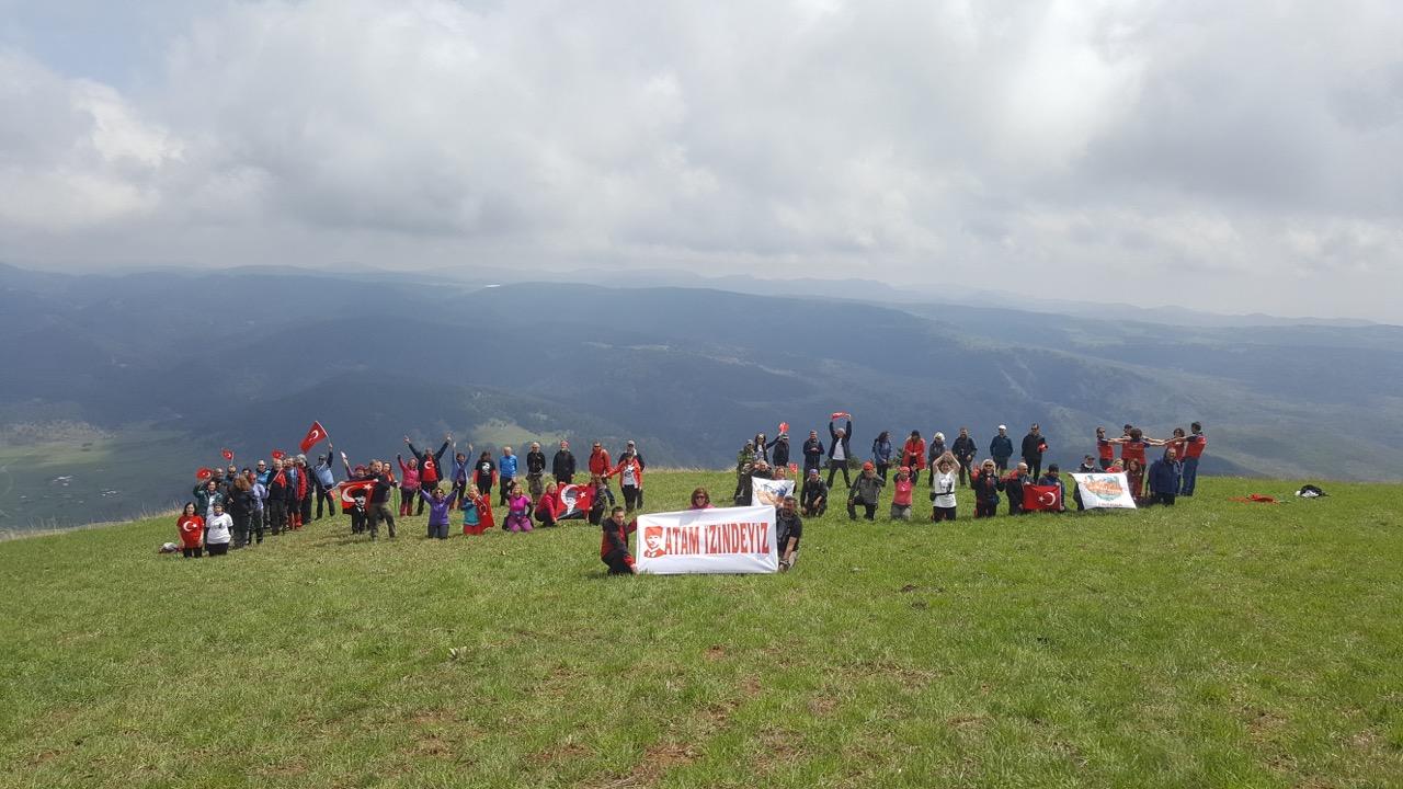 Ankara Dağcılar Birliği Işık Dağı'nda 19 Mayıs'ı kutladı.