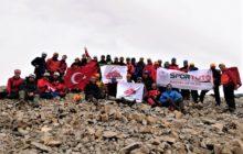 Medetsiz Dağı Zirve Tırmanışı Tamamlandı