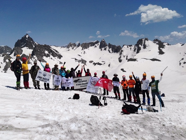 Zirve Dağcılık Hakkari-Van bölgesinde çeşitli tırmanışlar gerçekleştirdi.