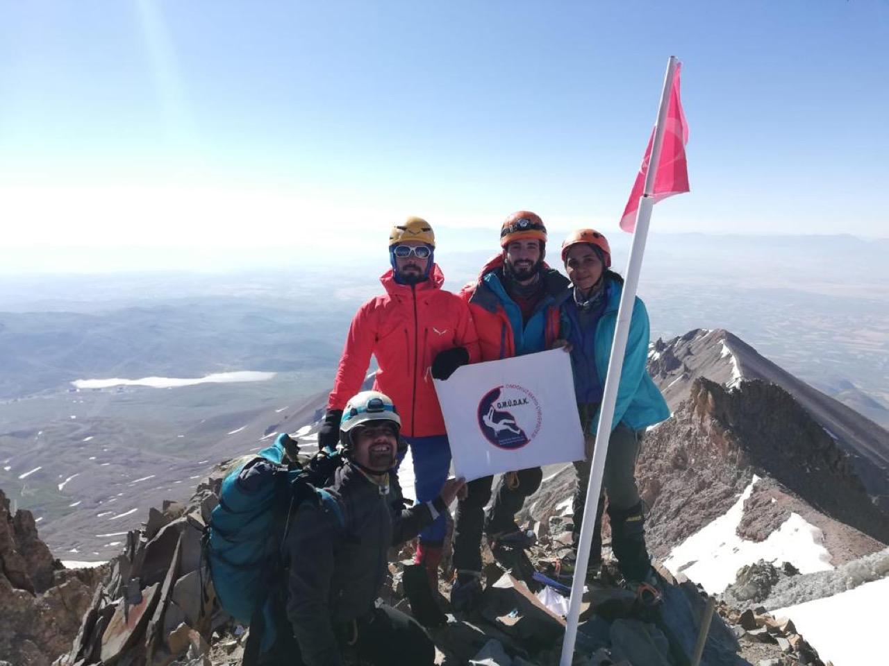 PANDOST ve TİKDAK Erciyes Dağı Zirve Tırmanışını gerçekleştirdi.