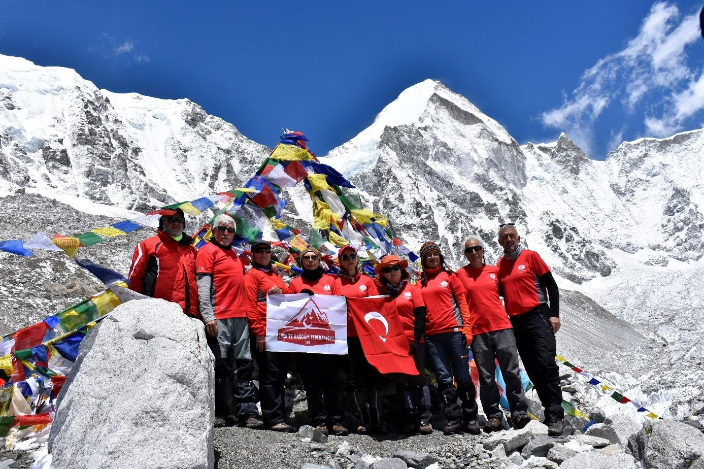 Sınır Tanımayan Dağcılar Spor Kulübü Everest Ana Kampa ulaştı.
