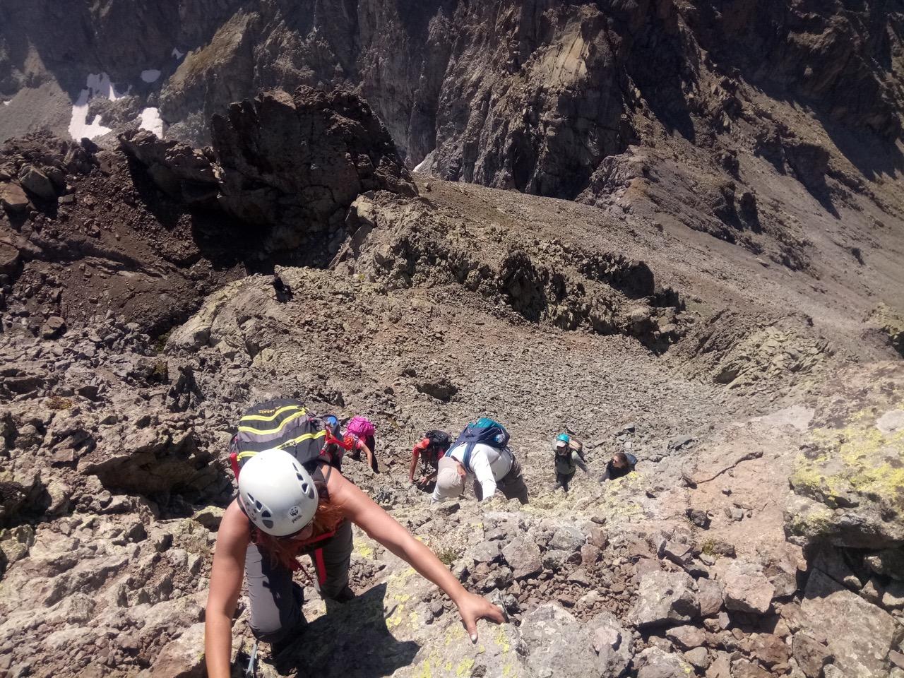 Klosdag Karçal Dağı tırmanışını gerçekleştirdi.