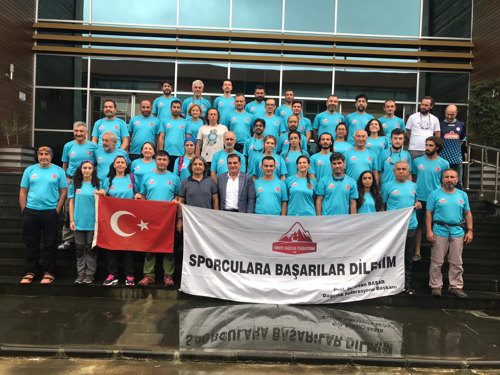Buzul eğitimi için ilk ekip Gürcistan'a doğru yola çıktı.
