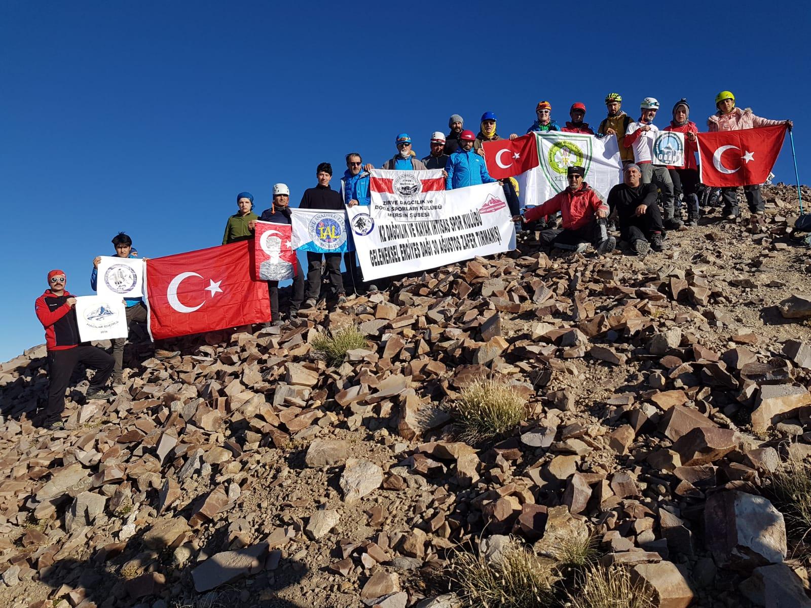 K2 Dağcılık 30 Ağustos Zafer Tırmanışı gerçekleştirdi.