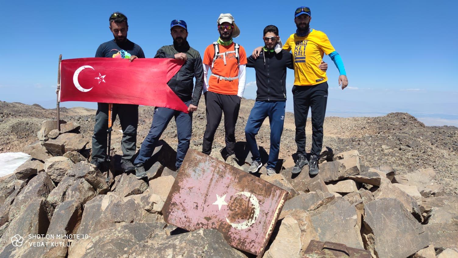 Süphan Dağı zirve tırmanışı Van ve Muş kulüplerimiz tarafından gerçekleştirildi.