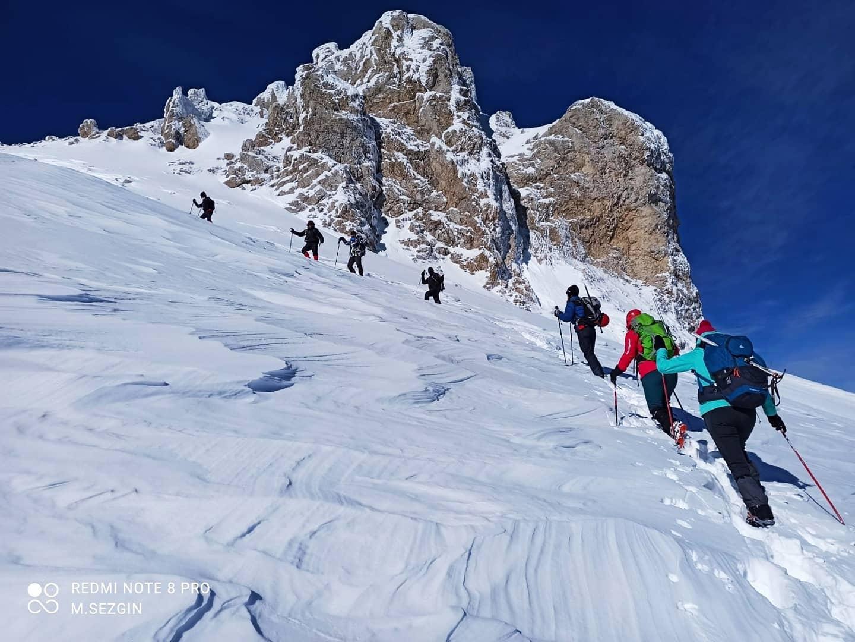 Eska Gençlik ve Spor Kulübü Davraz Dağı Kış Zirve Tırmanışı ve Kayak Faaliyetini Gerçekleştirdi.