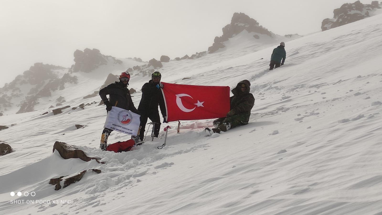 DereTepe Dağcılık Süphan Dağı zirve tırmanışını gerçekleştirdi.